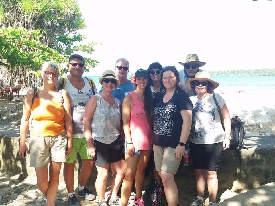 TOUR #4 Canal de Tortuguero y Canopy o Caminata